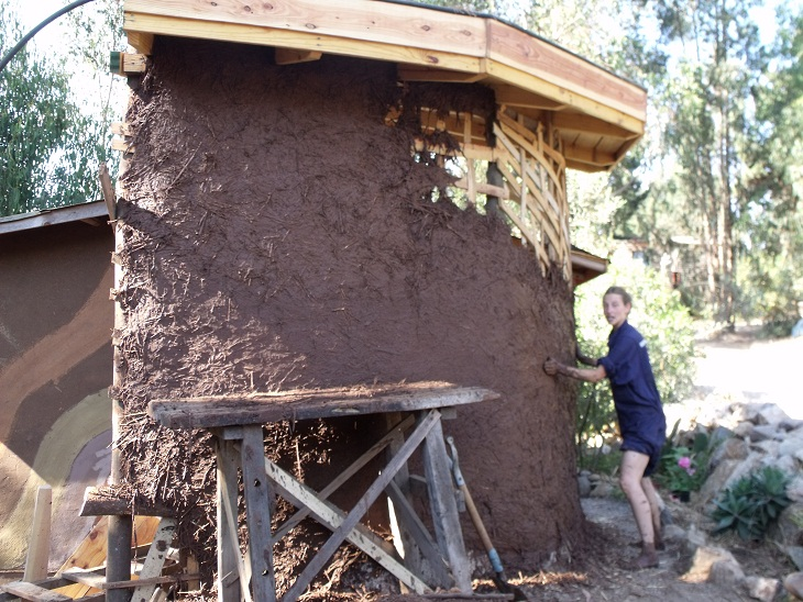 con el barro pueden construirse muros circulares