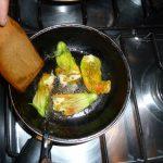 cocinando la flor masculina del zapallito
